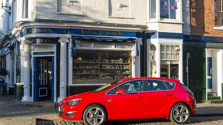Vauxhall Astra (2012 - 2015) used car review | Car review