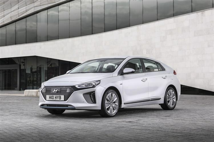 hyundai ioniq hatchback 1 6 gdi hybrid se 5dr dct car leasing and contract hire deals carlease. Black Bedroom Furniture Sets. Home Design Ideas