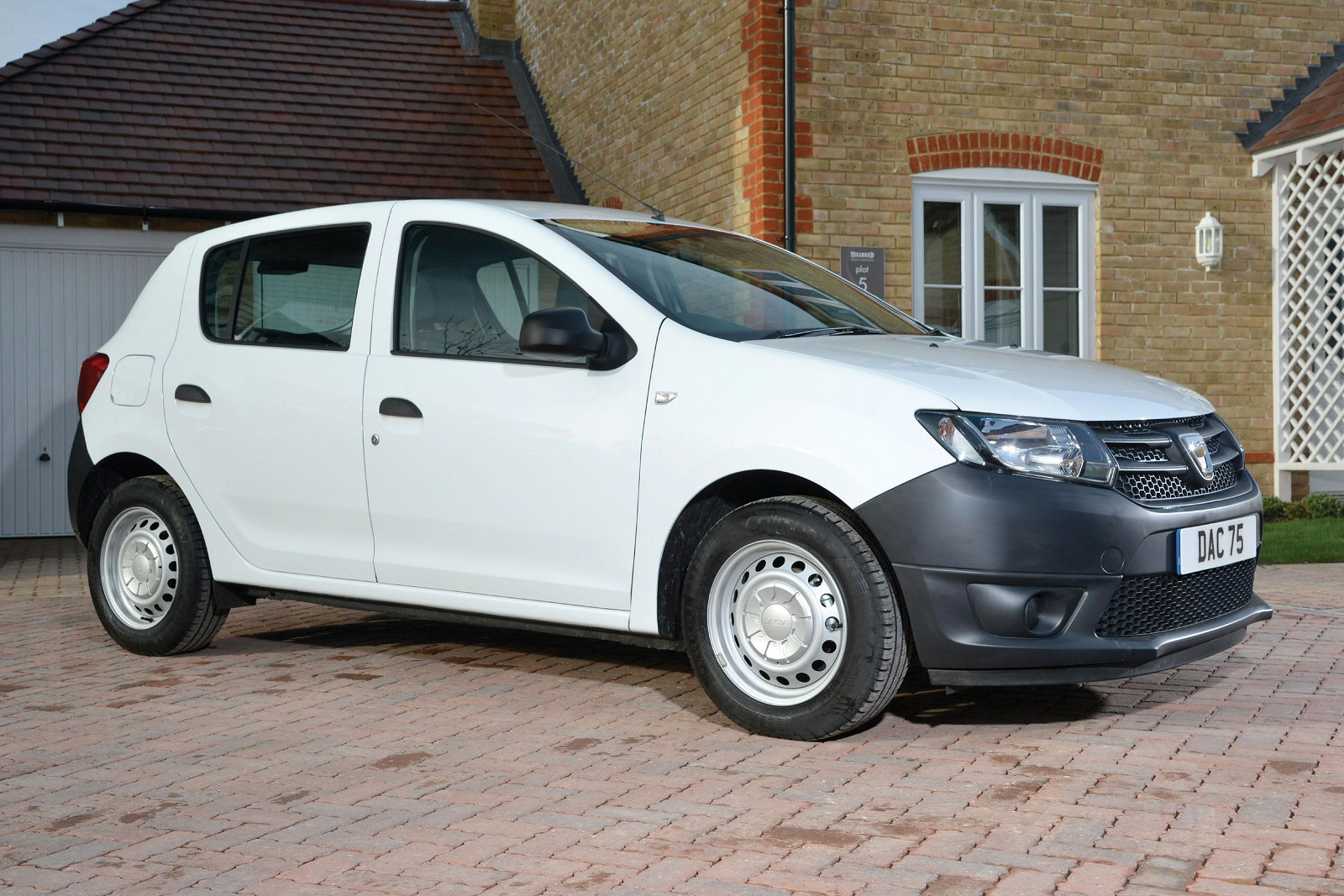 new dacia sandero stepway 1 5 dci ambiance 5dr diesel. Black Bedroom Furniture Sets. Home Design Ideas