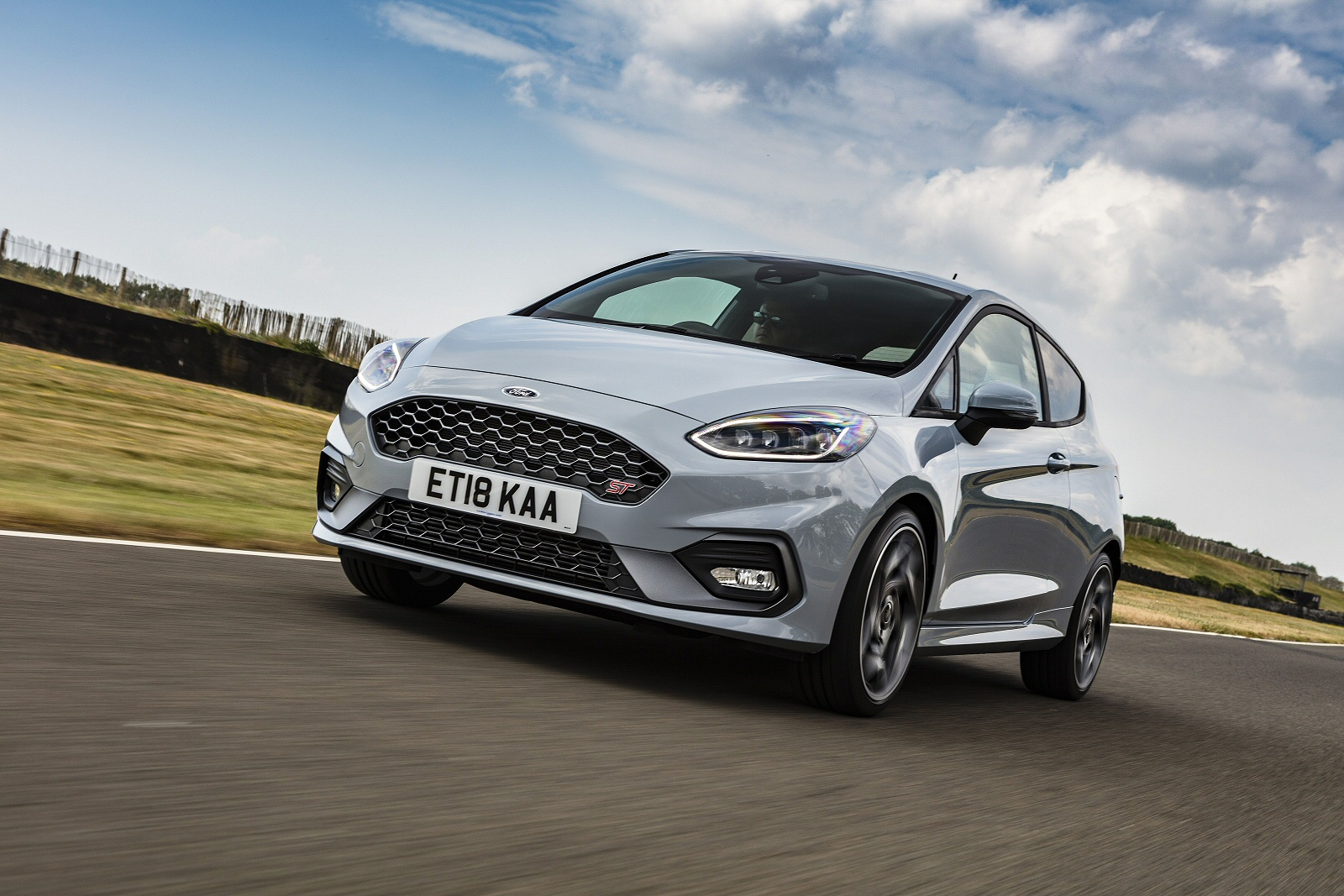 1 5 ecoboost st 3 performance pack 5dr petrol hatchback