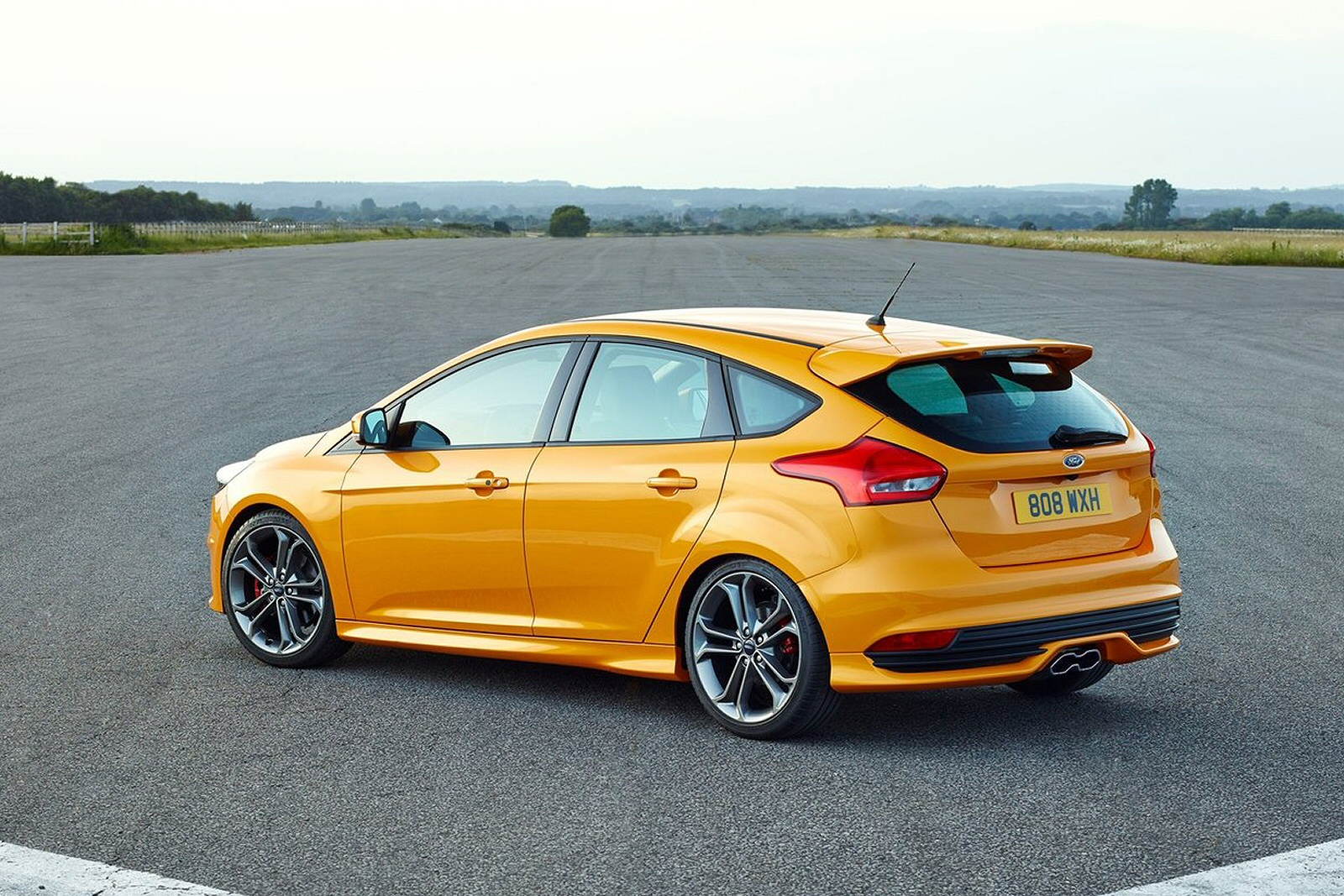 new ford focus 2 0t ecoboost st 3 navigation 5dr petrol. Black Bedroom Furniture Sets. Home Design Ideas