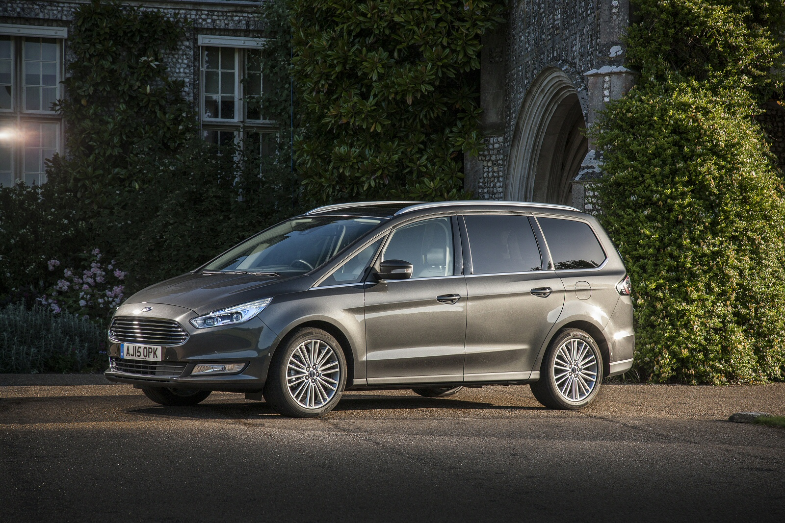 new ford galaxy 2 0 tdci 180 titanium x 5dr powershift awd diesel estate for sale bristol street. Black Bedroom Furniture Sets. Home Design Ideas