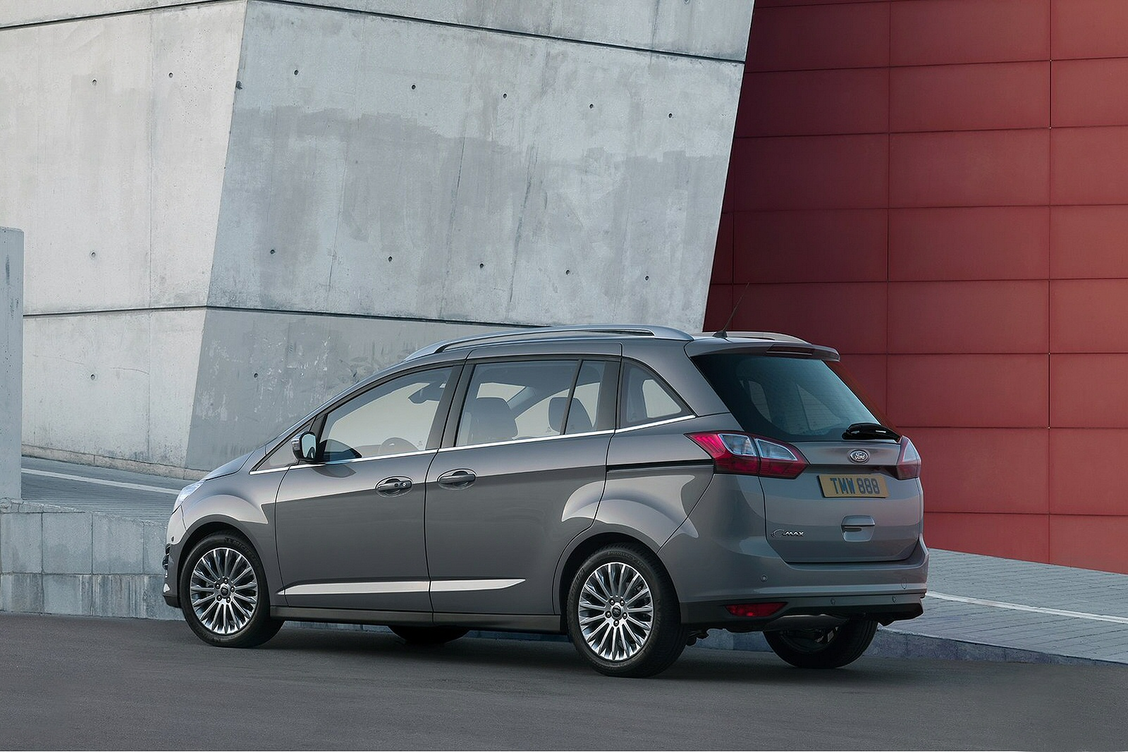 new ford grand c max 1 0 ecoboost 125 zetec 5dr petrol. Black Bedroom Furniture Sets. Home Design Ideas