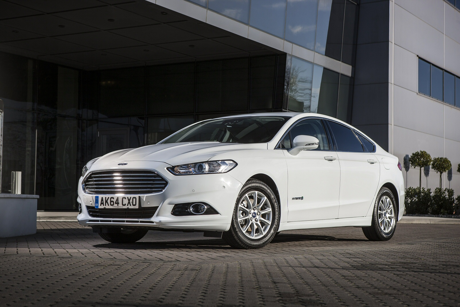 new ford mondeo 2 0 hybrid titanium edition 4dr auto hybrid saloon for sale bristol street. Black Bedroom Furniture Sets. Home Design Ideas