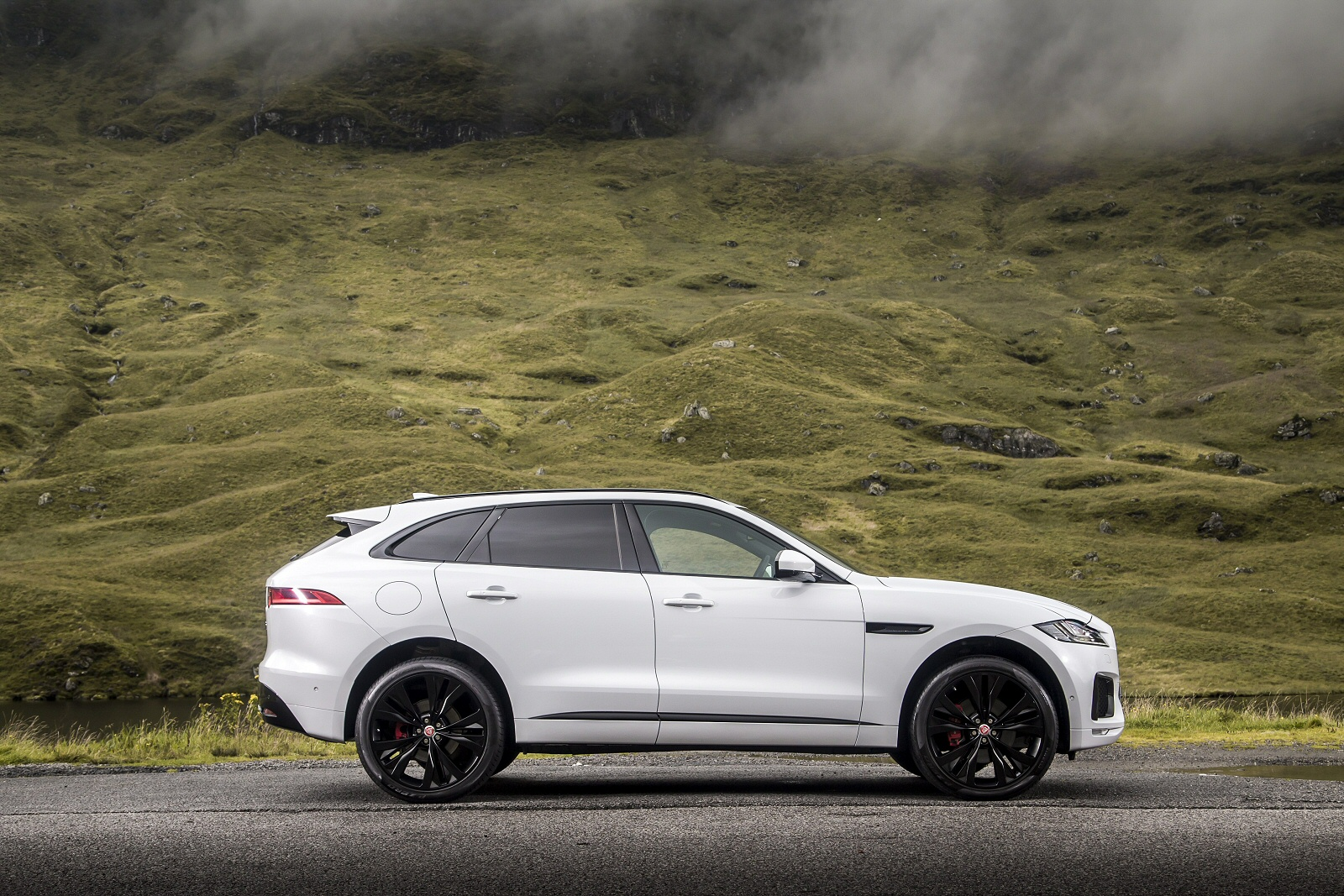 new jaguar f pace 2 0d prestige 5dr awd diesel estate for. Black Bedroom Furniture Sets. Home Design Ideas