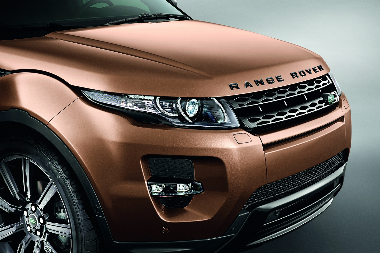 New Land Rover Range Rover Evoque 2.0 Td4 Se 5Dr Diesel Hatchback for Sale | Farnell Land Rover