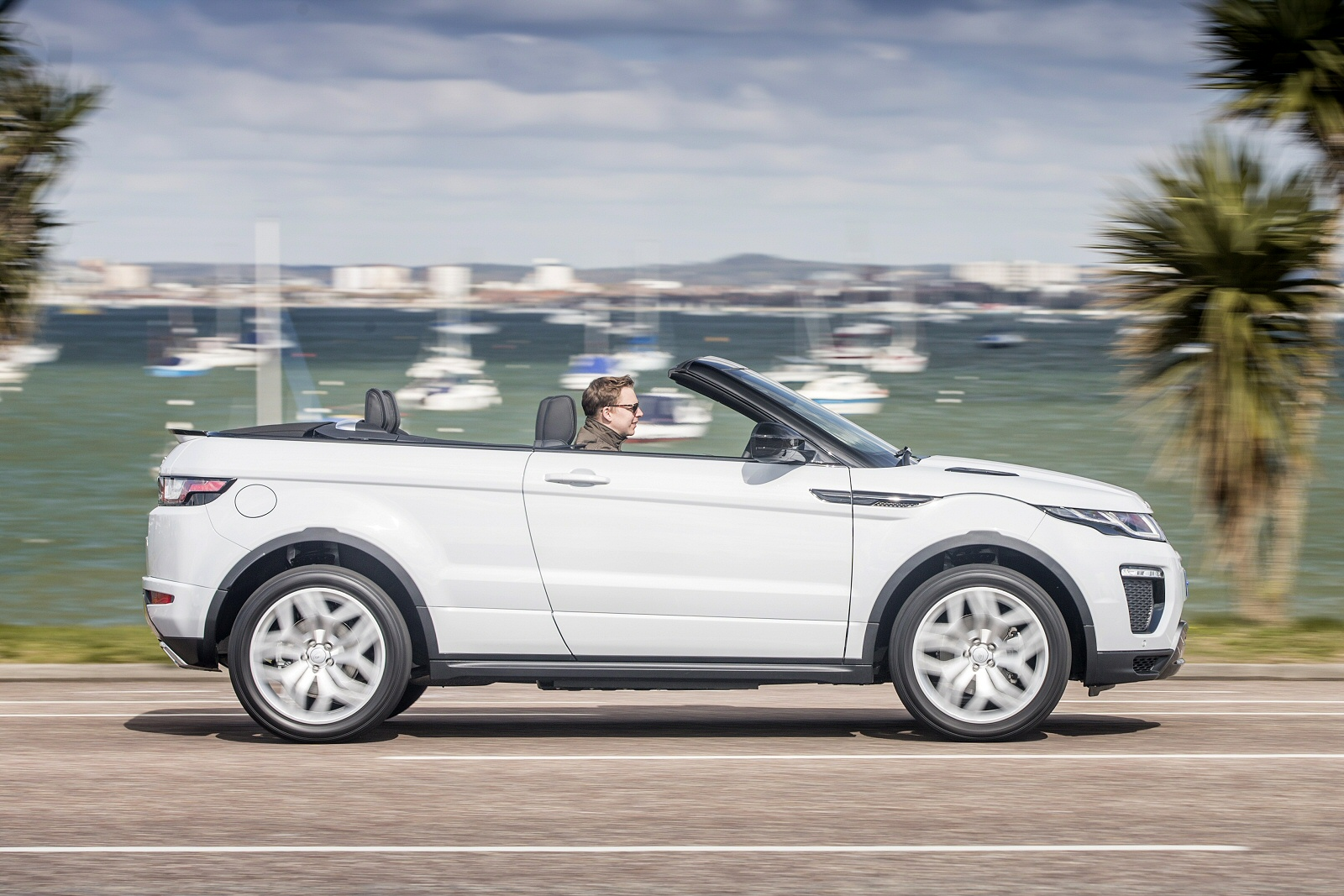 new land rover range rover evoque convertible 2 0 td4 hse dynamic 2dr auto diesel convertible. Black Bedroom Furniture Sets. Home Design Ideas