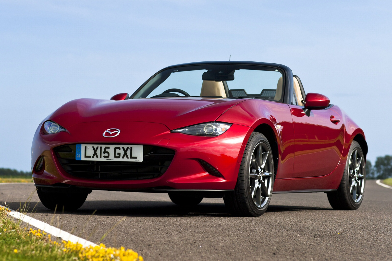 new mazda mx 5 1 5 se 2dr petrol convertible for sale bristol street. Black Bedroom Furniture Sets. Home Design Ideas