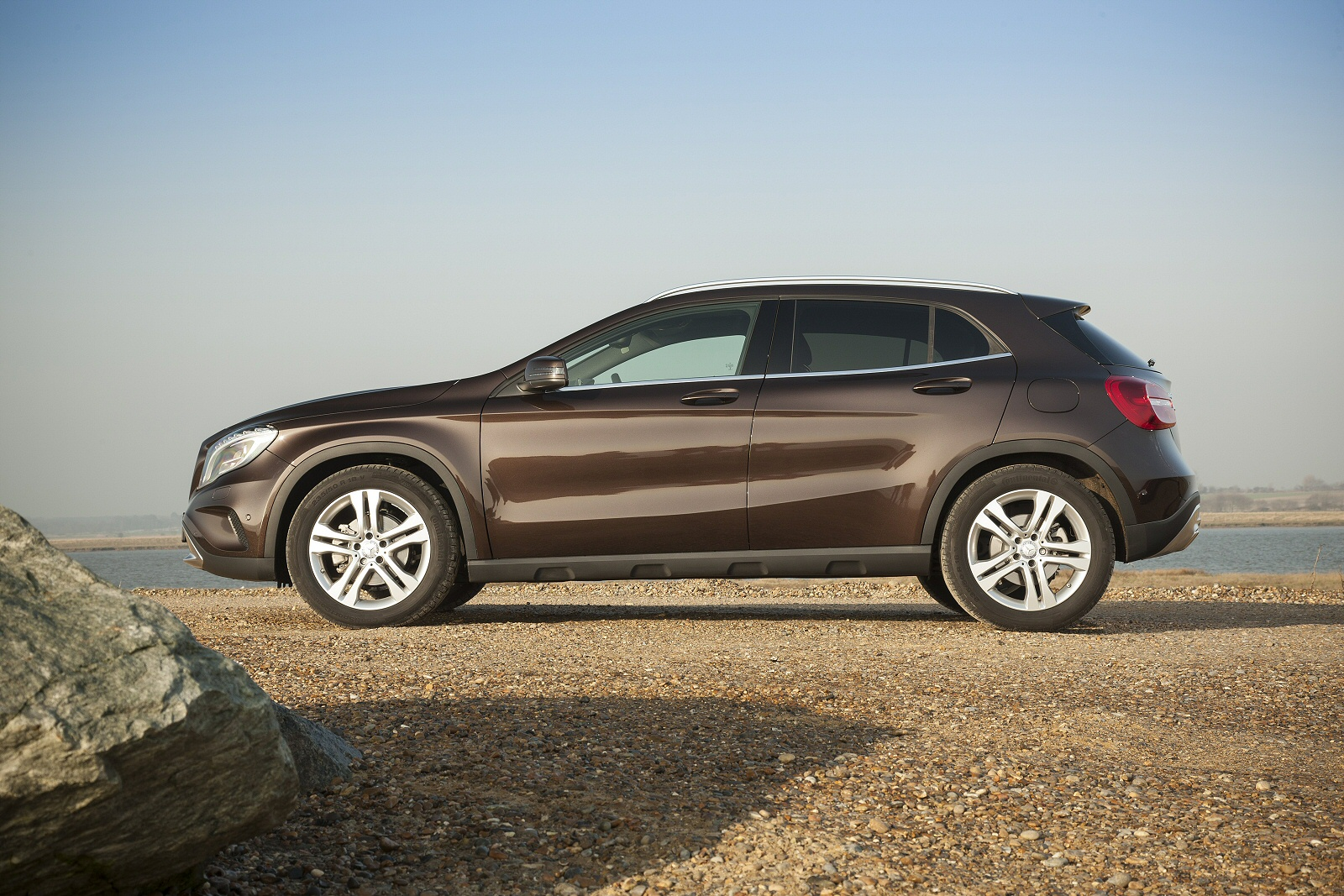Polished crossover mercedes benz gla 220d 4matic for Mercedes benz gla crossover
