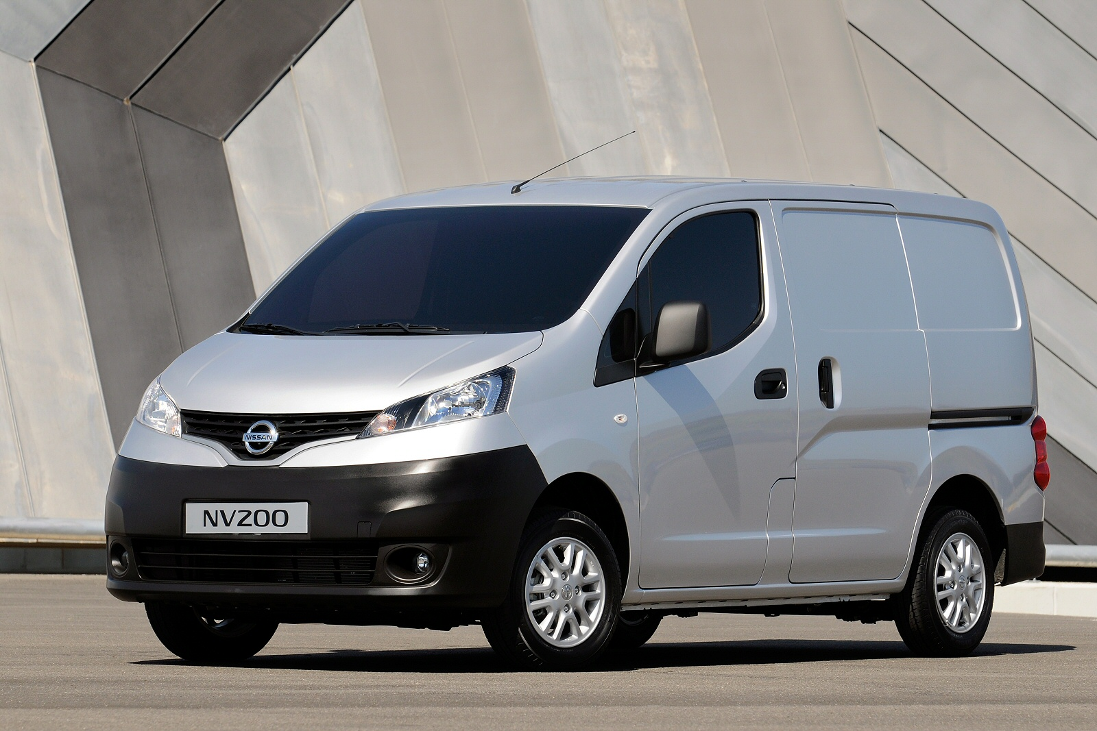 new nissan nv200 diesel 1 5 dci 110 tekna van for sale bristol street. Black Bedroom Furniture Sets. Home Design Ideas