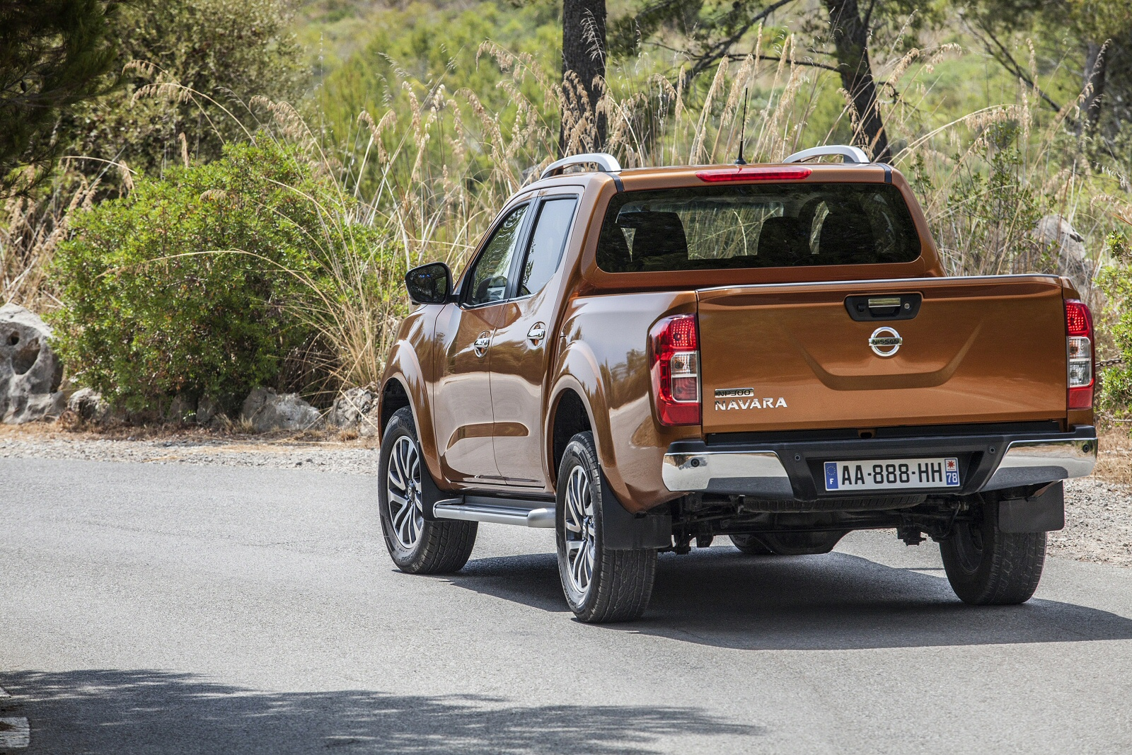 Nissan Navara - truck with leather interior