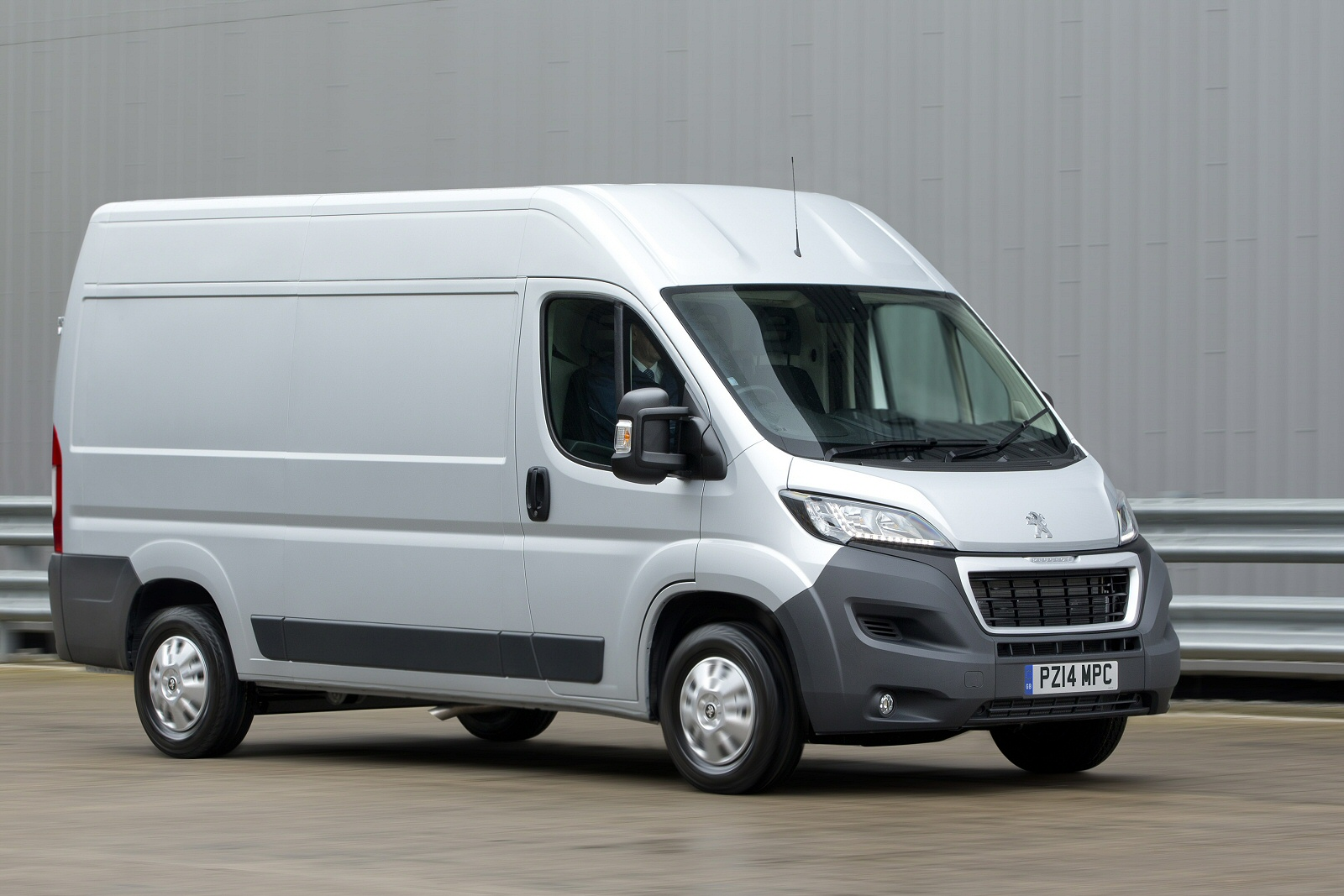 peugeot boxer van video review vansdirect. Black Bedroom Furniture Sets. Home Design Ideas