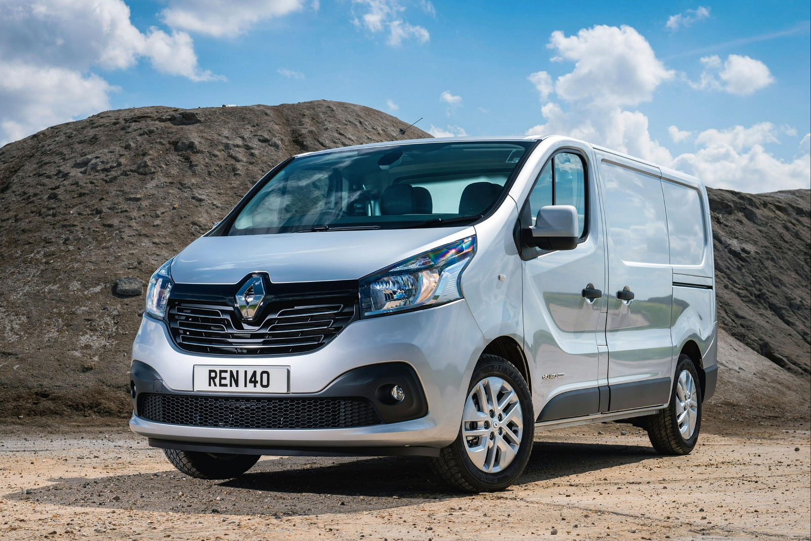 new renault trafic swb diesel sl27 dci 120 business van for sale bristol street. Black Bedroom Furniture Sets. Home Design Ideas