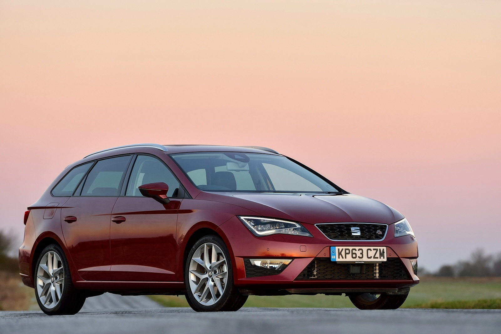 new seat leon 1 4 tsi 125 fr technology 5dr petrol estate. Black Bedroom Furniture Sets. Home Design Ideas