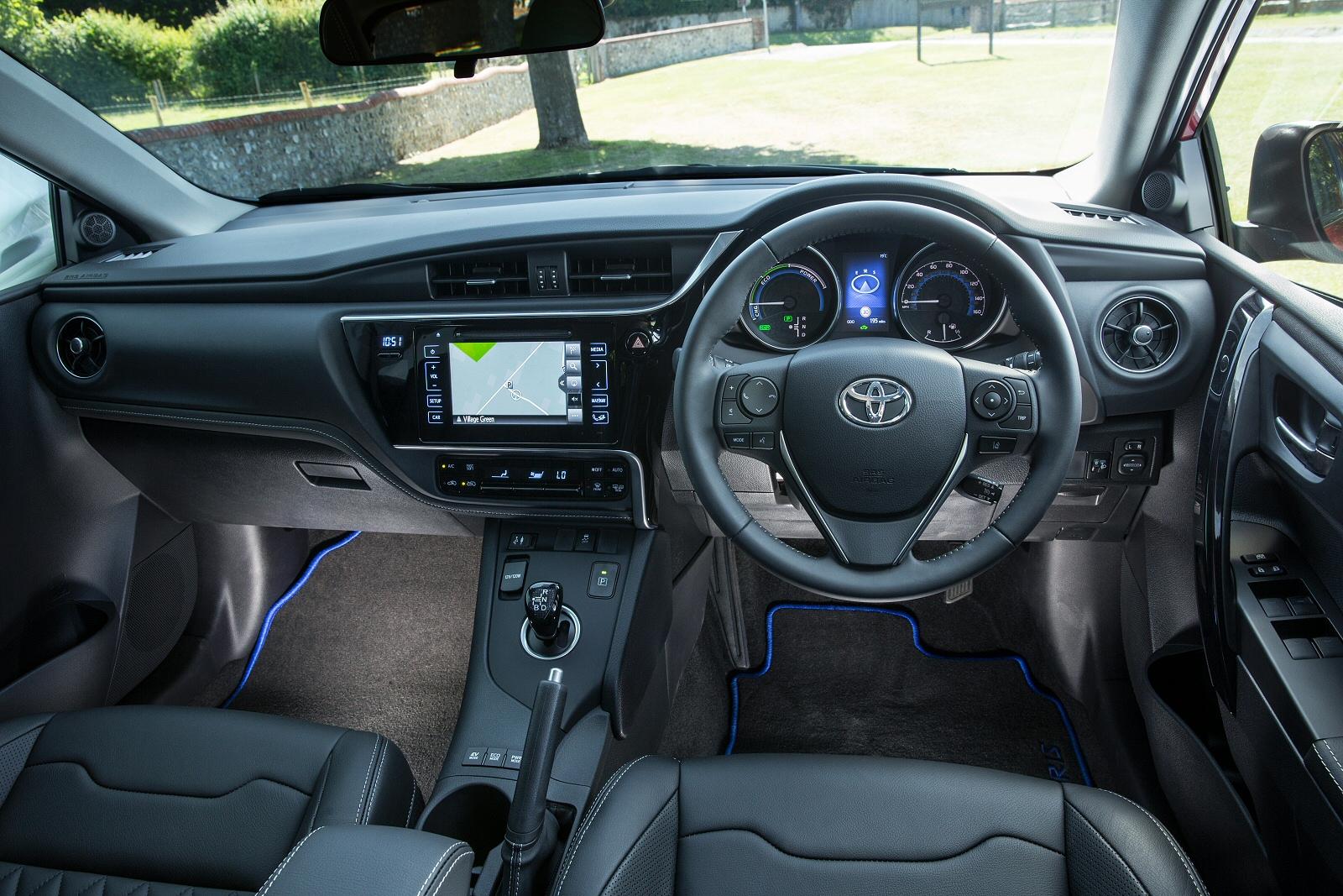 new toyota auris 1 8 hybrid design bi tone tss 5dr cvt nav hybrid hatchback for sale vertu. Black Bedroom Furniture Sets. Home Design Ideas