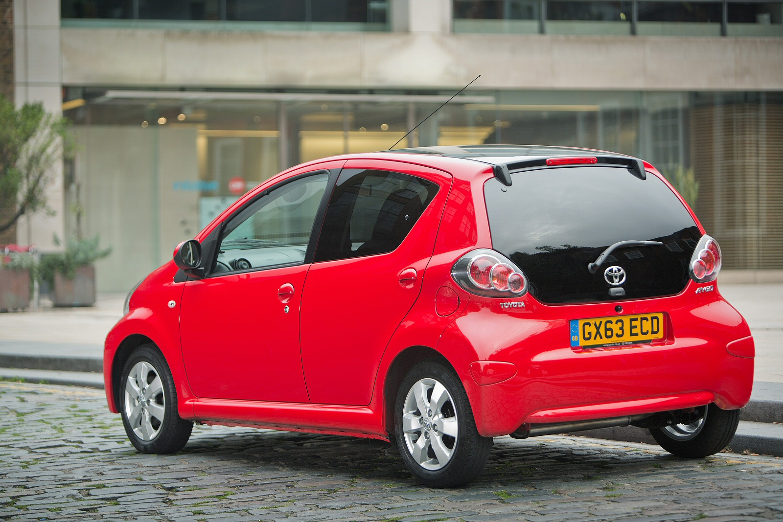 new toyota aygo 1 0 vvt i x play tss 3dr x touch petrol. Black Bedroom Furniture Sets. Home Design Ideas