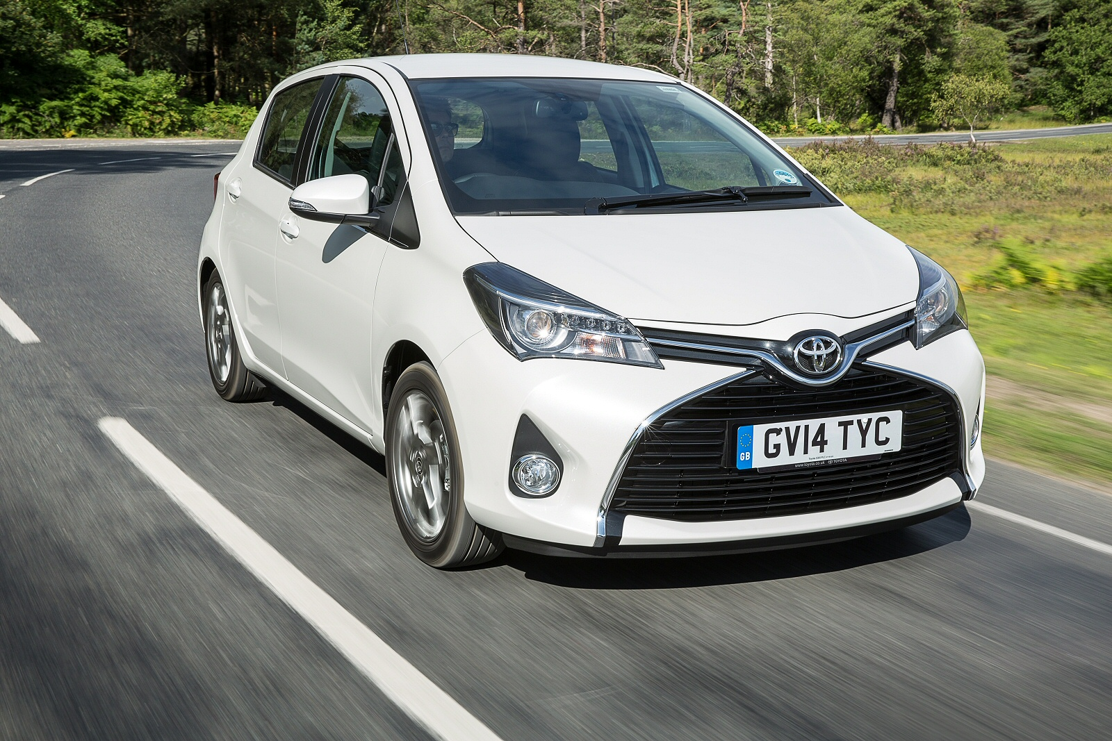 new toyota yaris 1 5 vvt i icon tech 5dr petrol hatchback. Black Bedroom Furniture Sets. Home Design Ideas