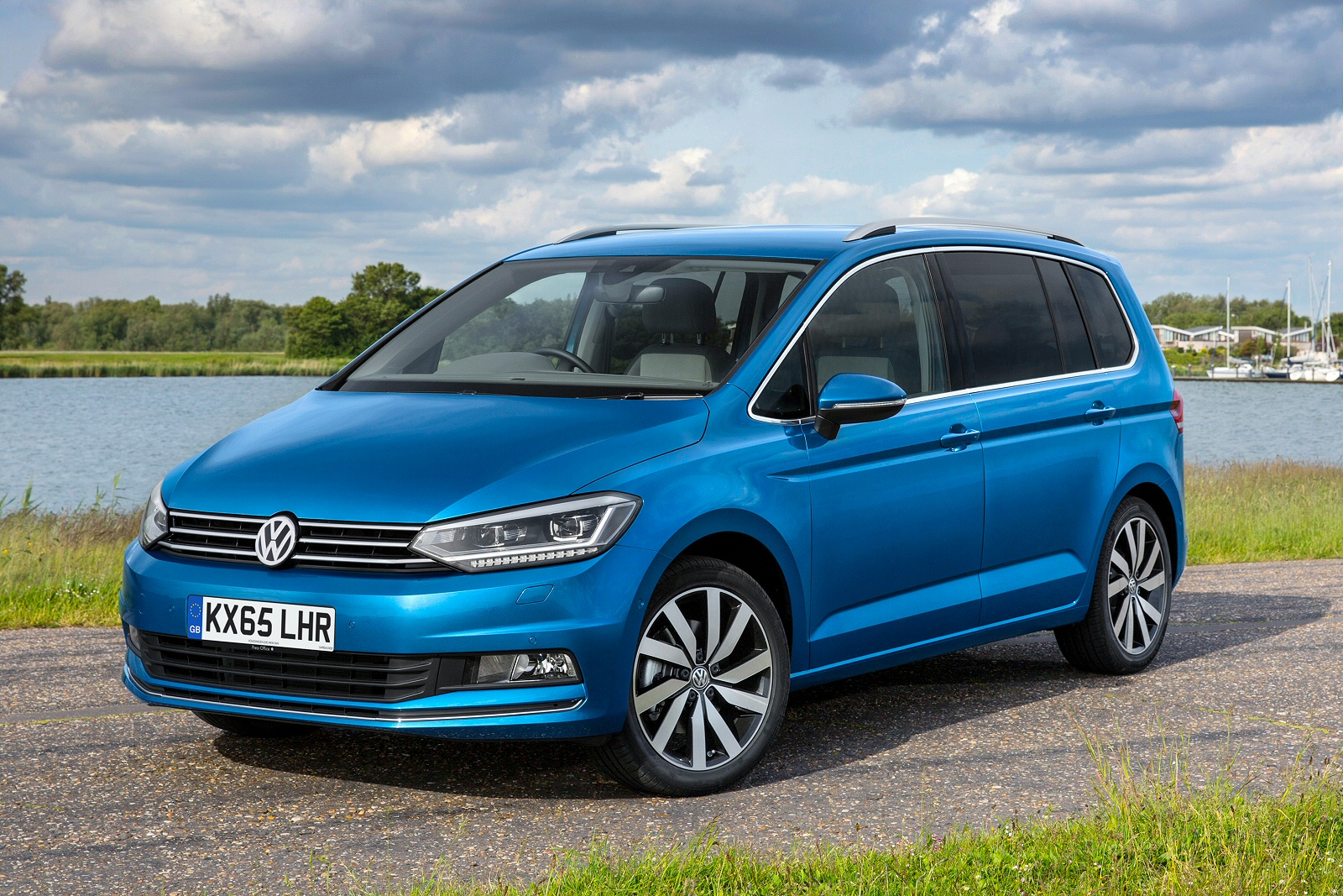 New Volkswagen Touran 2 0 Tdi Se Family 5Dr Dsg Diesel Estate for