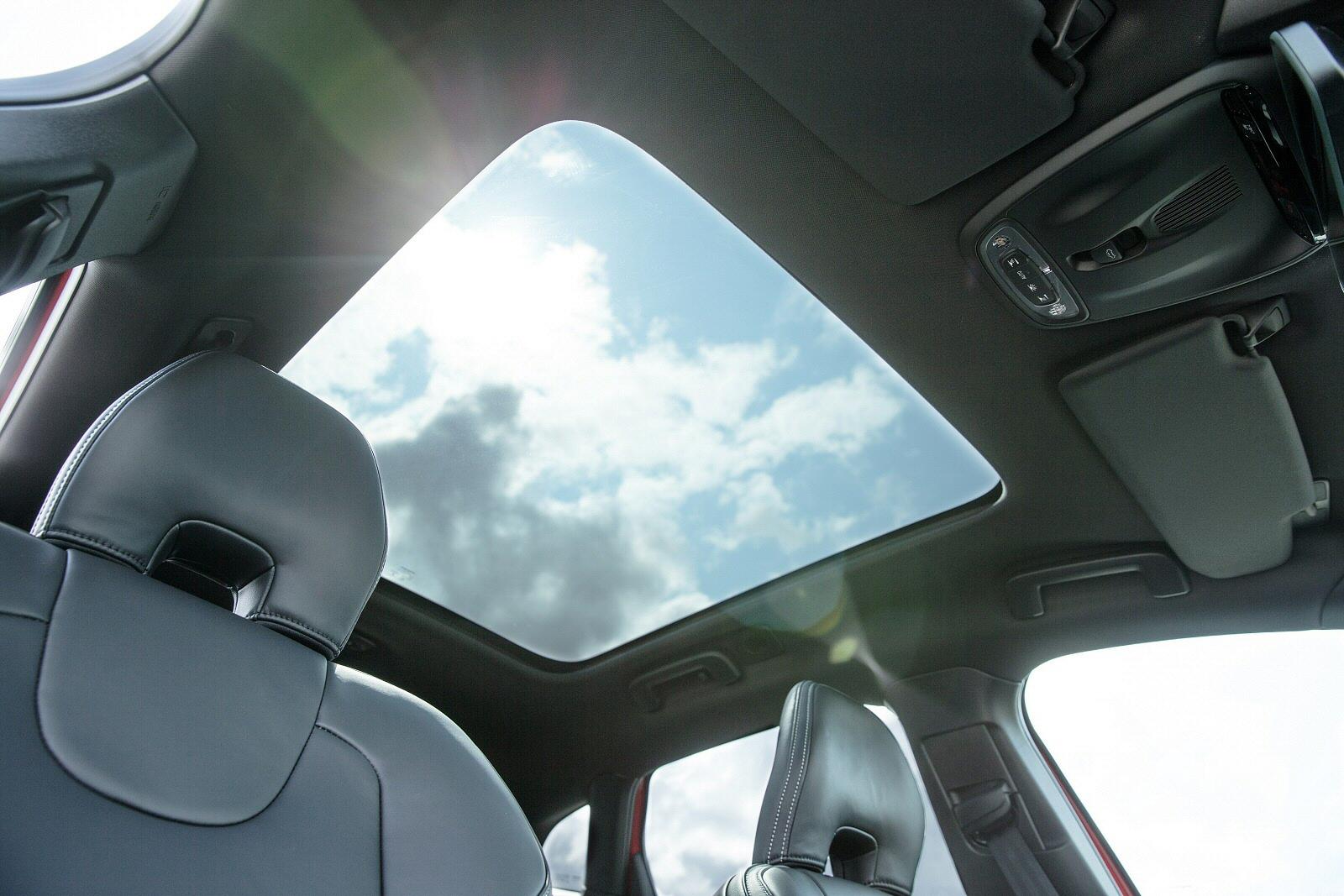 New Volvo V40 T3 152 Inscription 5dr Petrol Hatchback For Sale S40 Fuel Filter Replacement Bristol Street