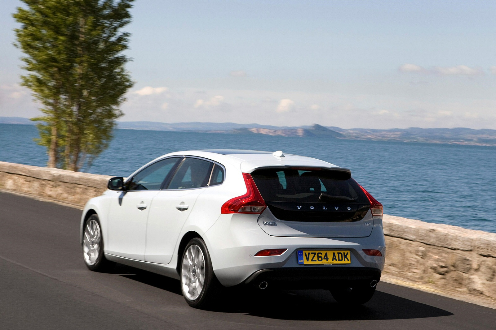 new volvo v40 d2 120 momentum nav plus 5dr diesel hatchback for sale bristol street. Black Bedroom Furniture Sets. Home Design Ideas