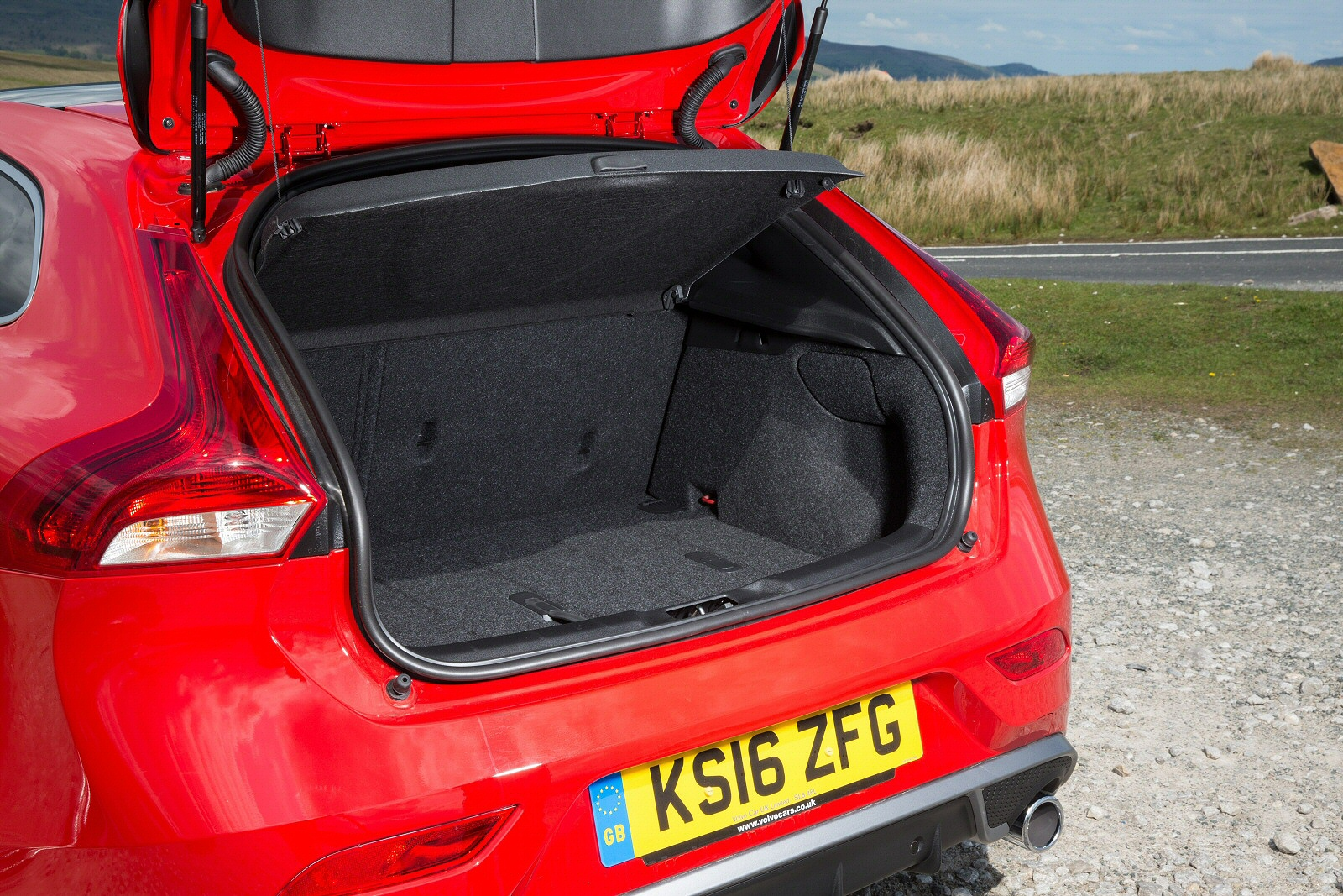 New Volvo V40 T3 [152] R DESIGN Pro 5dr Geartronic Petrol ...