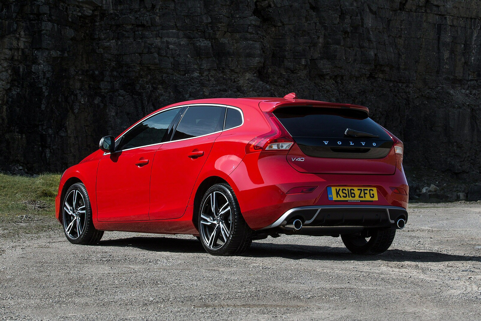 new volvo v40 t2 122 momentum nav plus 5dr petrol. Black Bedroom Furniture Sets. Home Design Ideas