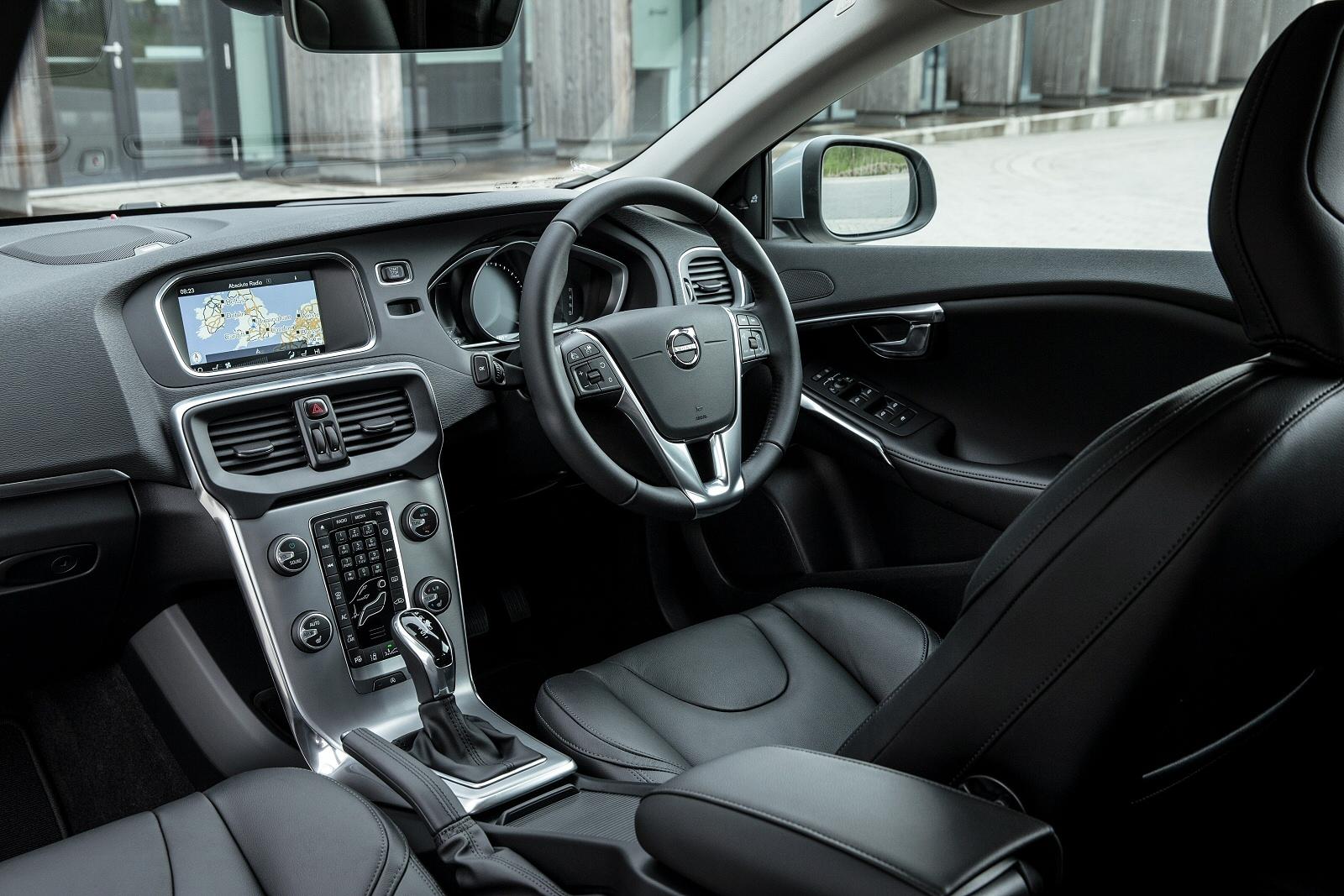 New Volvo V40 T2 122 Momentum 5dr Petrol Hatchback For