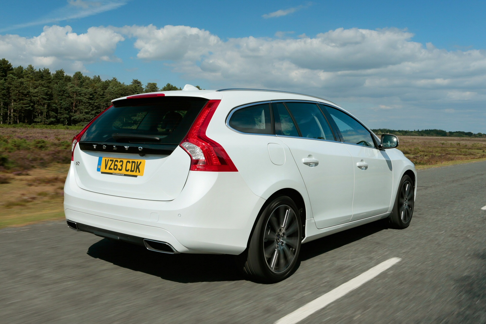 new volvo v60 d4 190 se lux nav 5dr diesel estate for sale bristol street. Black Bedroom Furniture Sets. Home Design Ideas