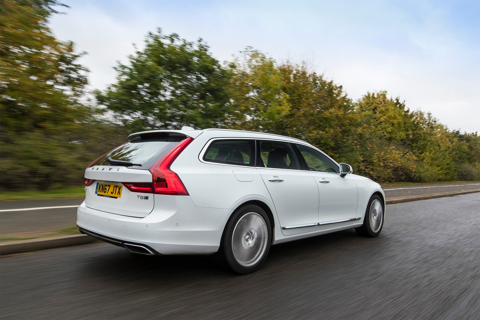 New Volvo V90 2.0 T4 Momentum Pro 5dr Geartronic Petrol Estate for Sale | Bristol Street