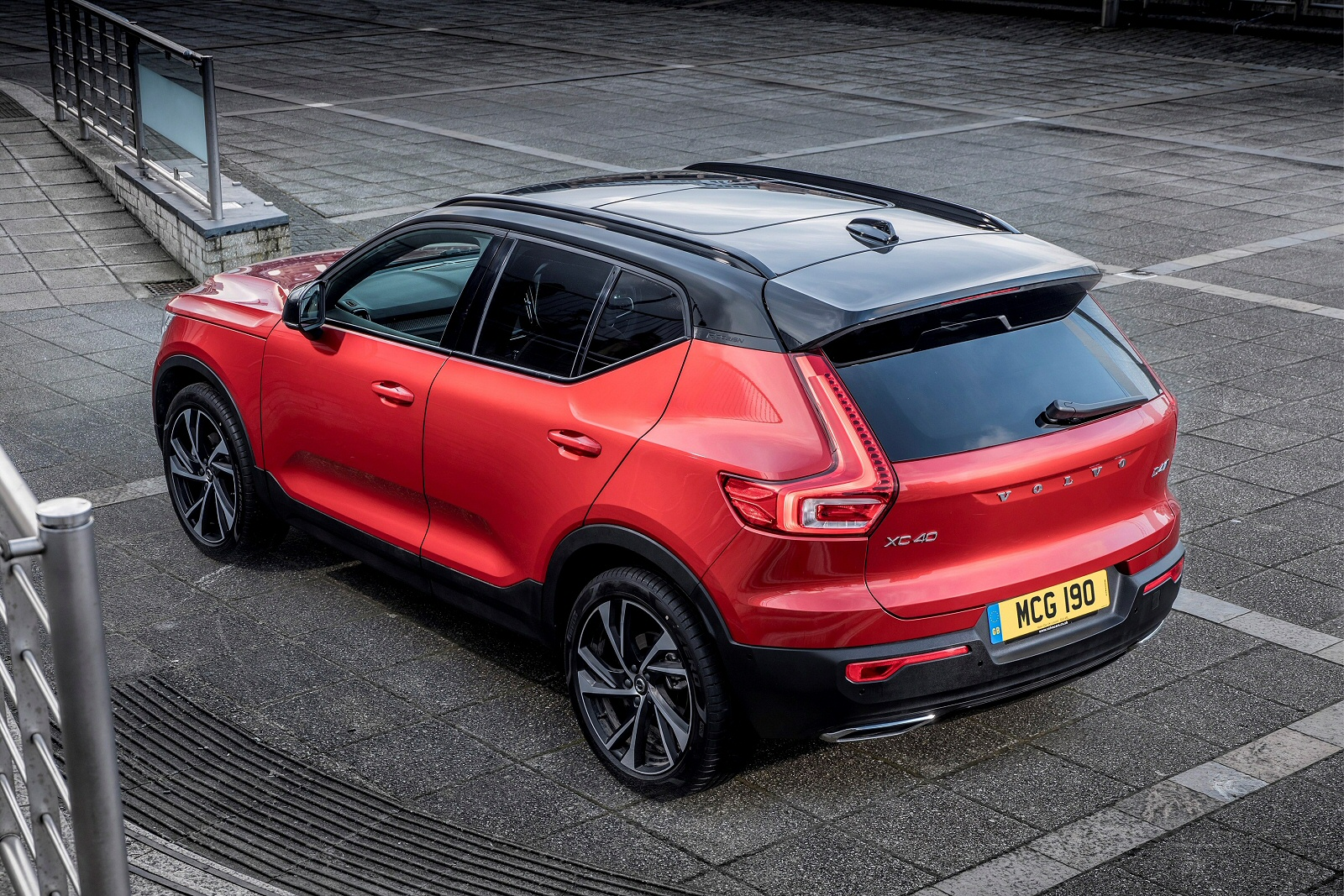 New Volvo Xc40 2.0 T4 Momentum 5Dr Awd Geartronic Petrol ...
