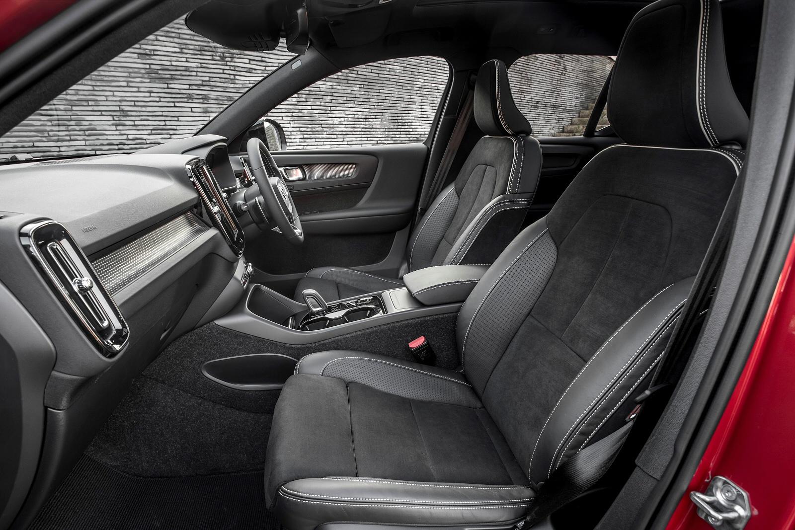 new volvo xc40 2 0 d3 momentum 5dr diesel estate for sale bristol street. Black Bedroom Furniture Sets. Home Design Ideas