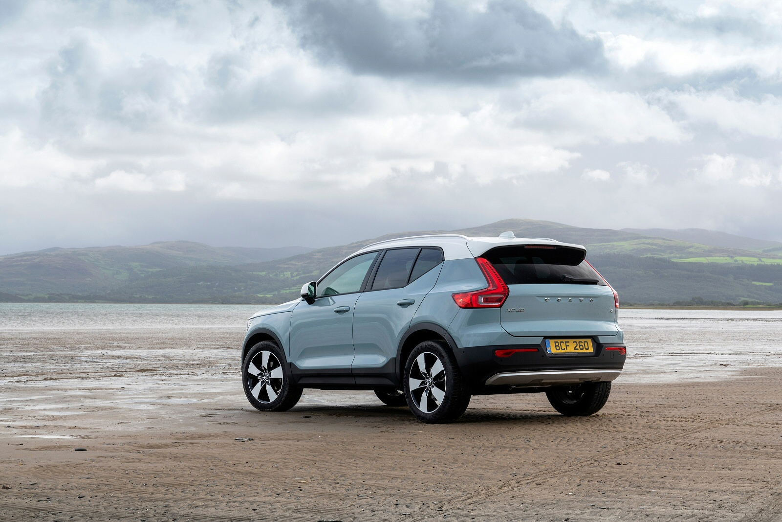 new volvo xc40 2 0 d3 momentum 5dr awd geartronic diesel estate for sale bristol street. Black Bedroom Furniture Sets. Home Design Ideas