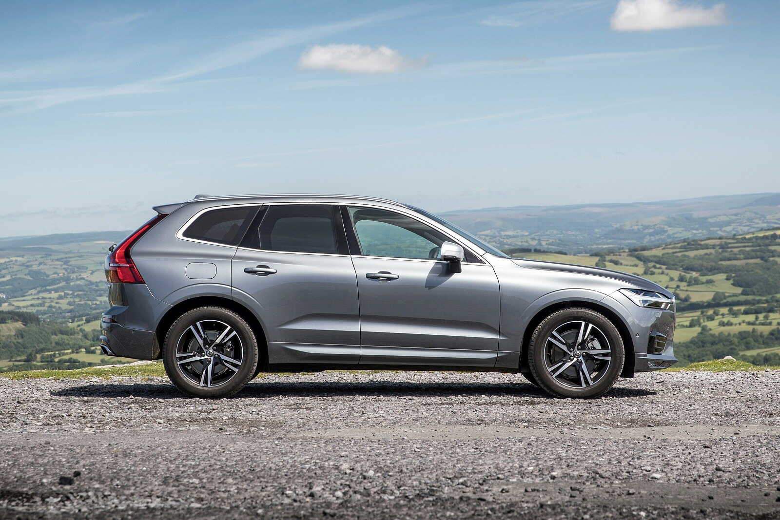 new volvo xc60 2 0 d4 momentum 5dr awd geartronic diesel. Black Bedroom Furniture Sets. Home Design Ideas