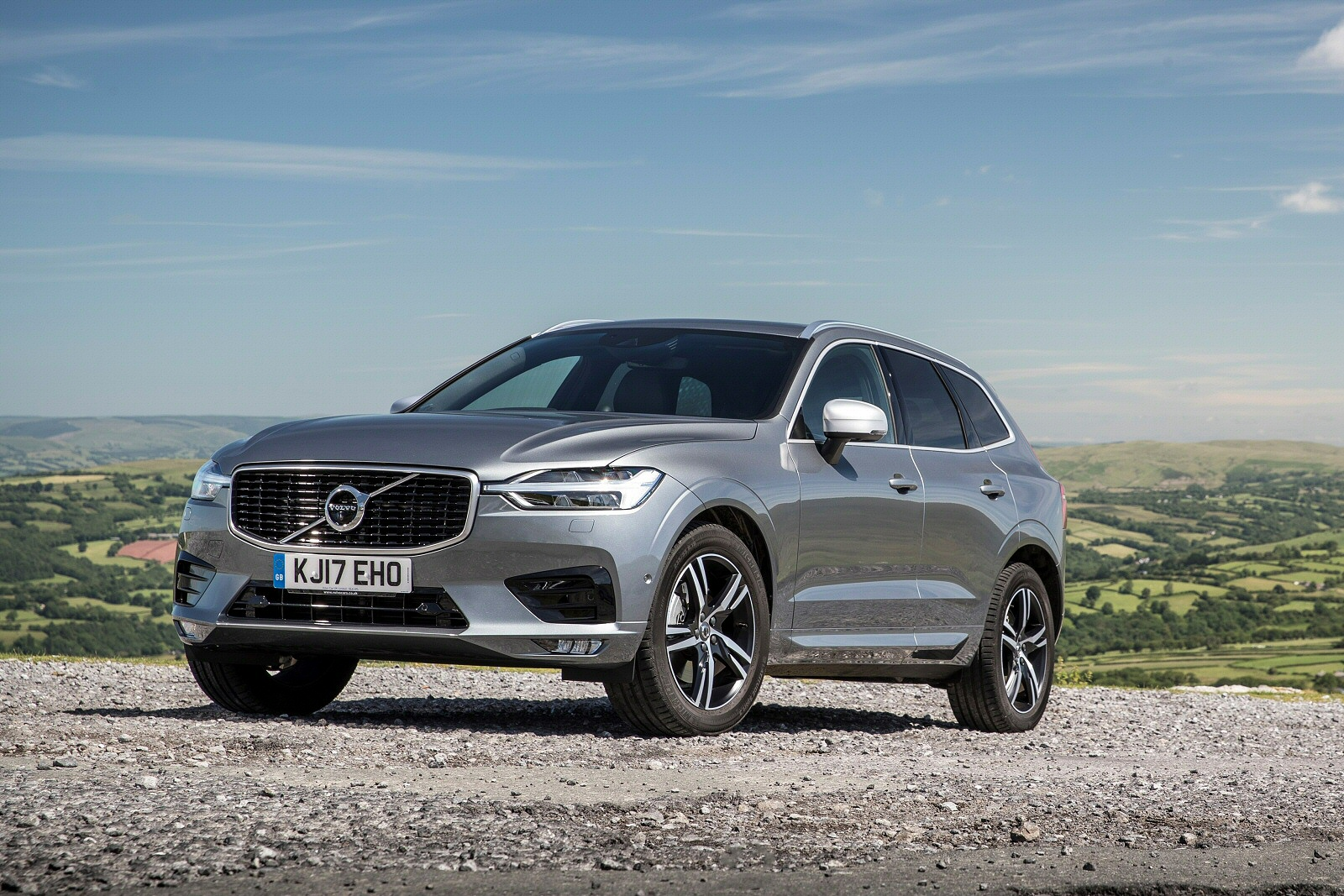 New Volvo Xc60 2.0 D4 Momentum 5dr AWD Geartronic Diesel Estate for Sale | Bristol Street