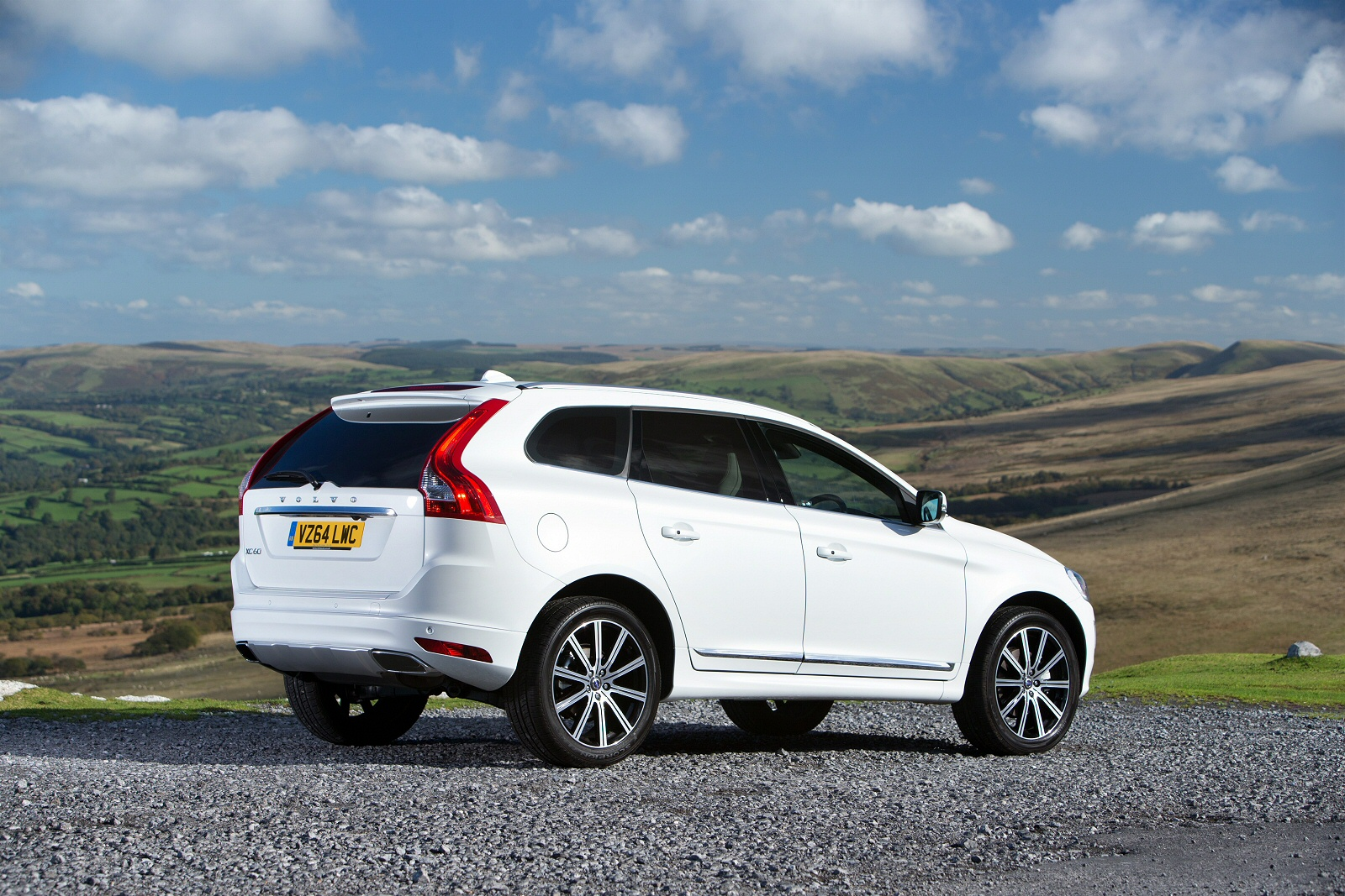 new volvo xc60 2 0 d4 momentum 5dr awd geartronic diesel estate for sale bristol street. Black Bedroom Furniture Sets. Home Design Ideas