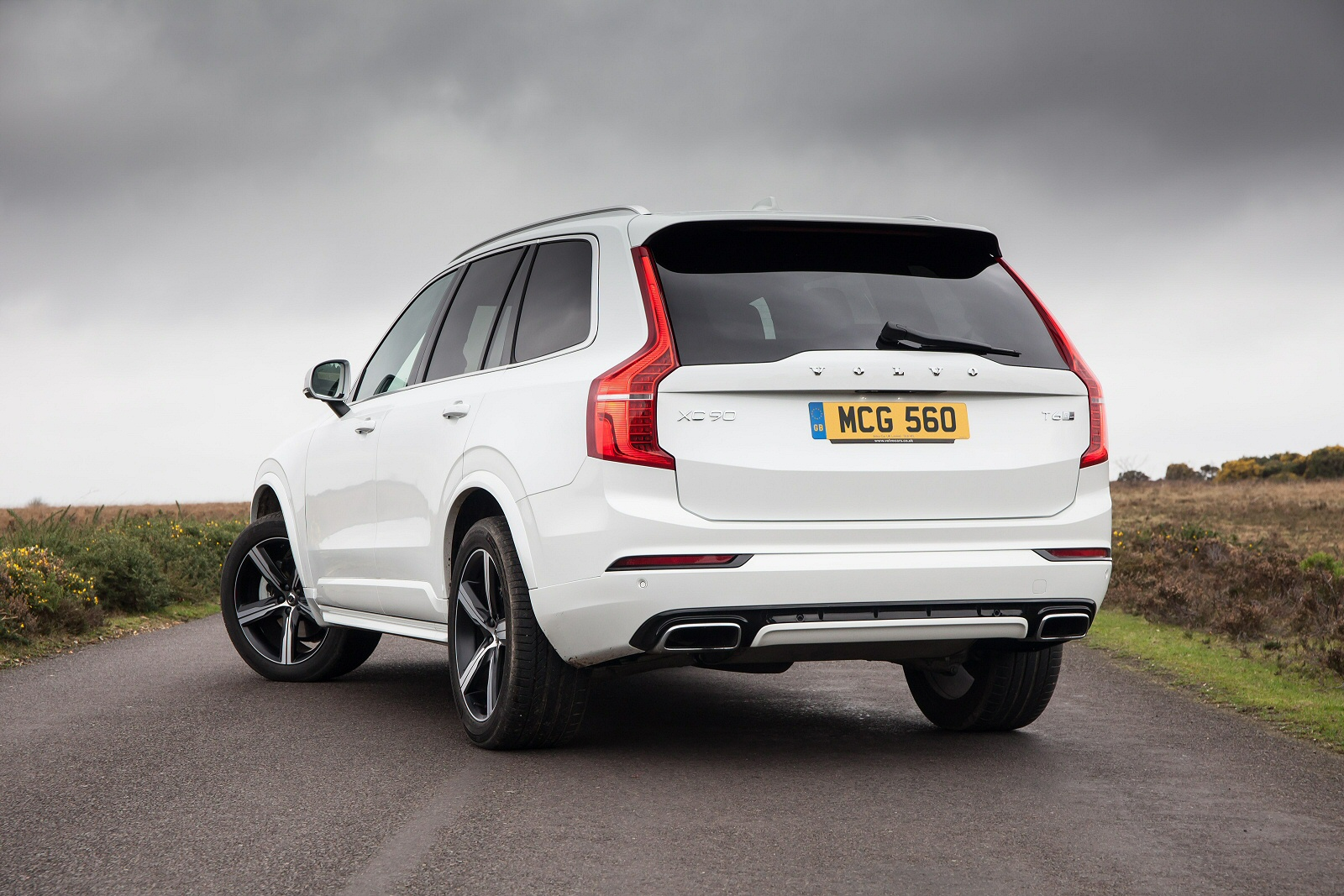New Volvo Xc90 2 0 T5 250 Momentum 5dr Awd Gtron Petrol