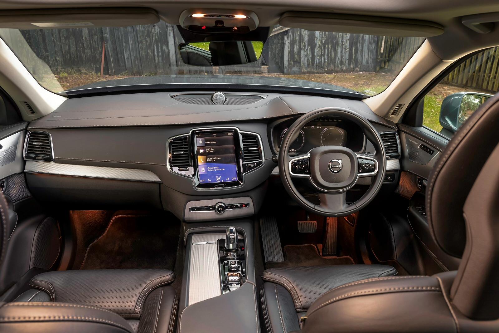 New Volvo Xc90 2 0 T5 250 Momentum 5dr Awd Gtron Petrol