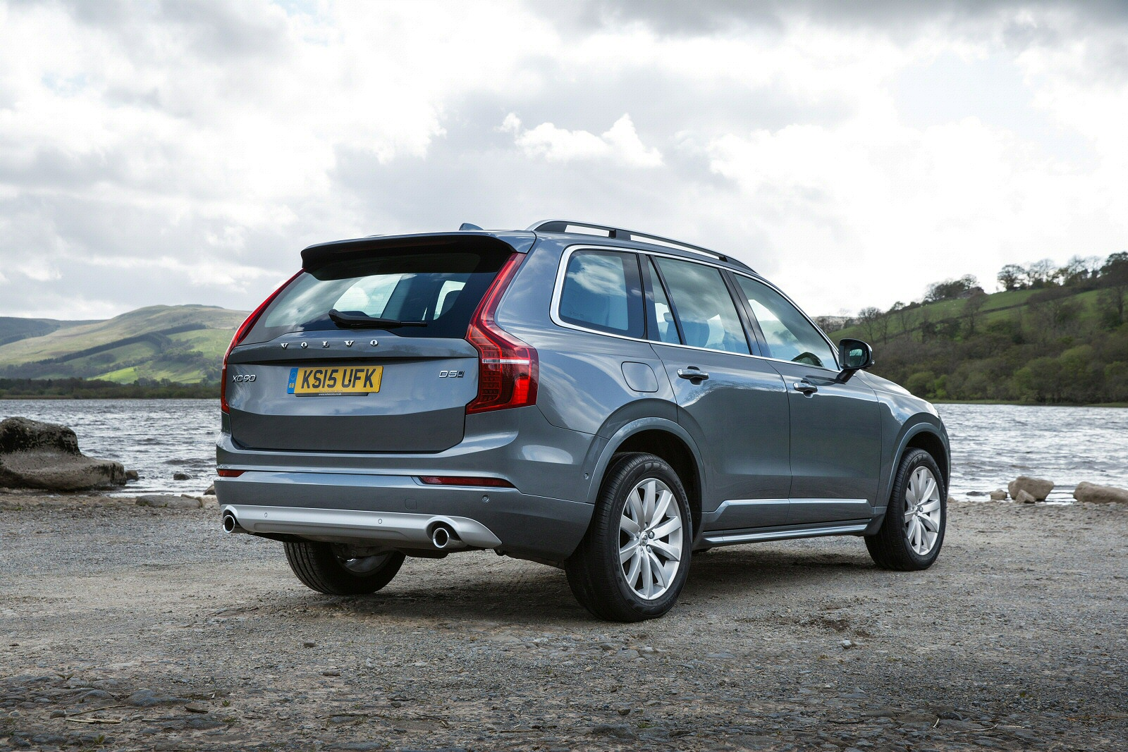 New Volvo Xc90 2 0 T8 Hybrid Momentum 5Dr Geartronic