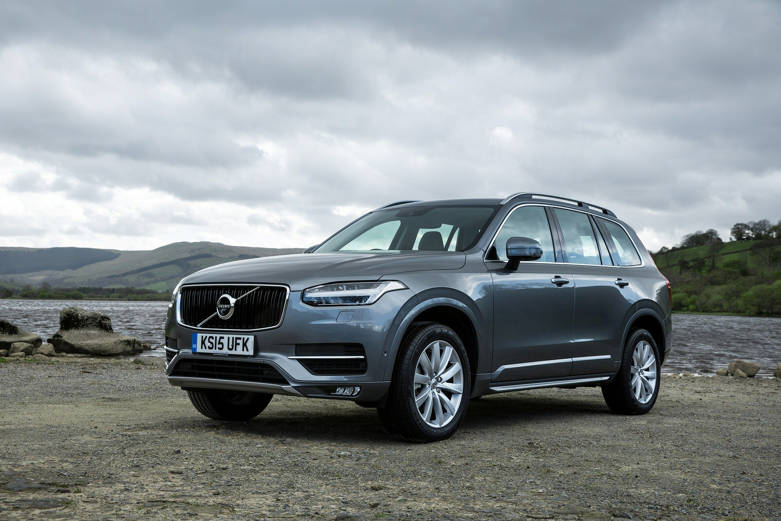 new volvo xc90 2 0 t8 hybrid momentum 5dr geartronic estate for sale bristol street. Black Bedroom Furniture Sets. Home Design Ideas