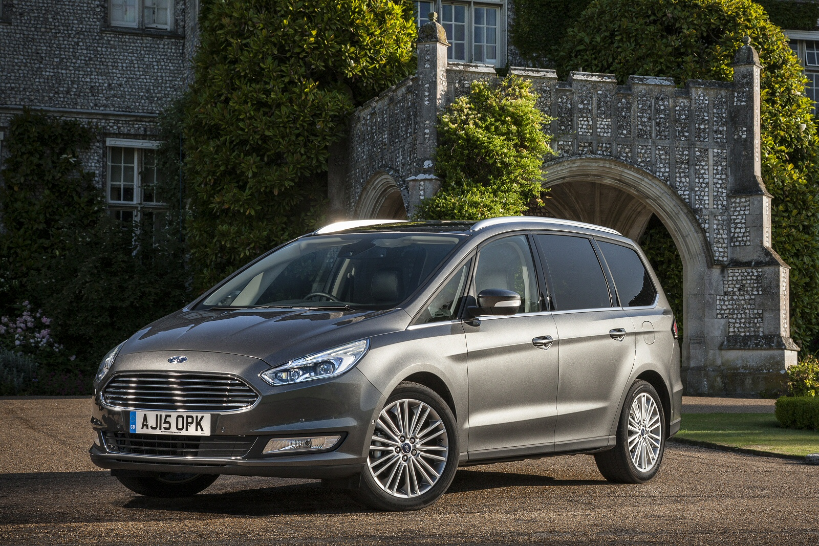 new ford galaxy 1 5 ecoboost titanium 5dr petrol estate for sale bristol street. Black Bedroom Furniture Sets. Home Design Ideas