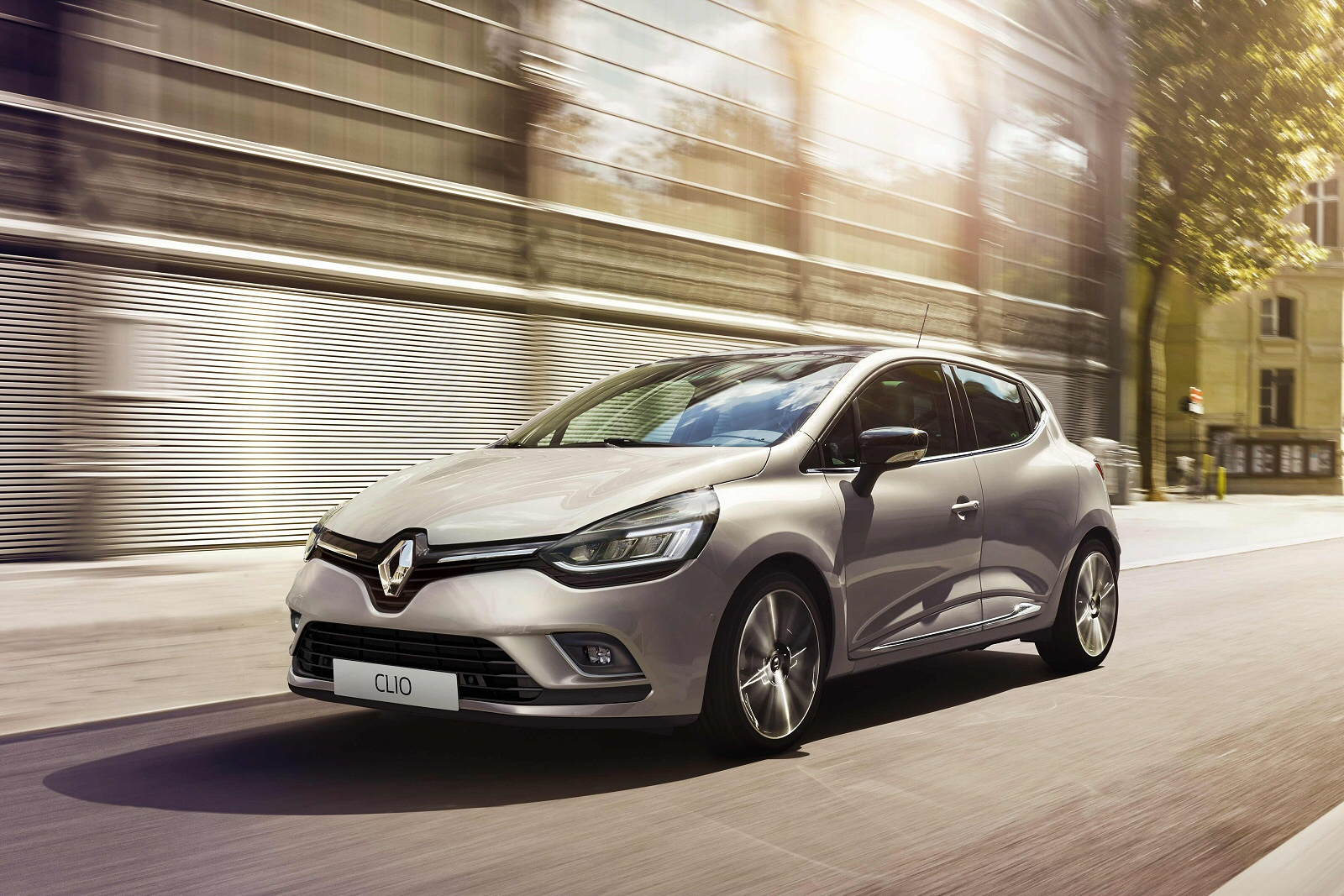 new renault clio 1 2 16v play 5dr petrol hatchback for sale bristol street. Black Bedroom Furniture Sets. Home Design Ideas