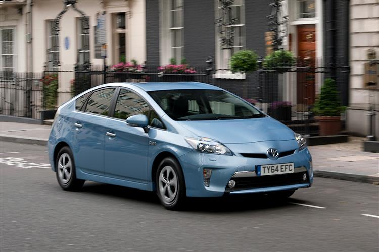 car review 211191 toyota prius plug in 2012 2015. Black Bedroom Furniture Sets. Home Design Ideas